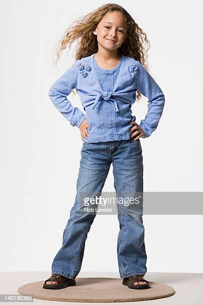 portrait of girl (8-9) with hands on hips, studio shot - só uma menina - fotografias e filmes do acervo