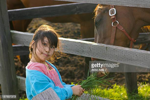 portrait of girl with horse - girl blowing horse - fotografias e filmes do acervo