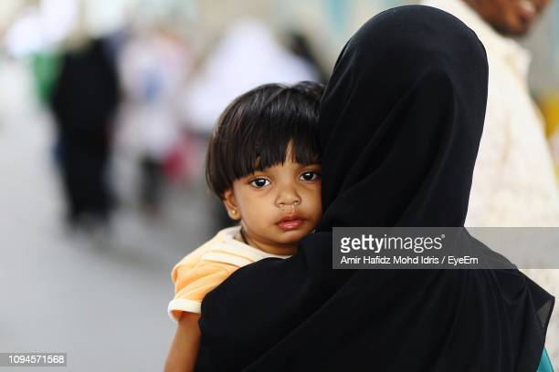 portrait of girl with mother - mecca stock pictures, royalty-free photos & images