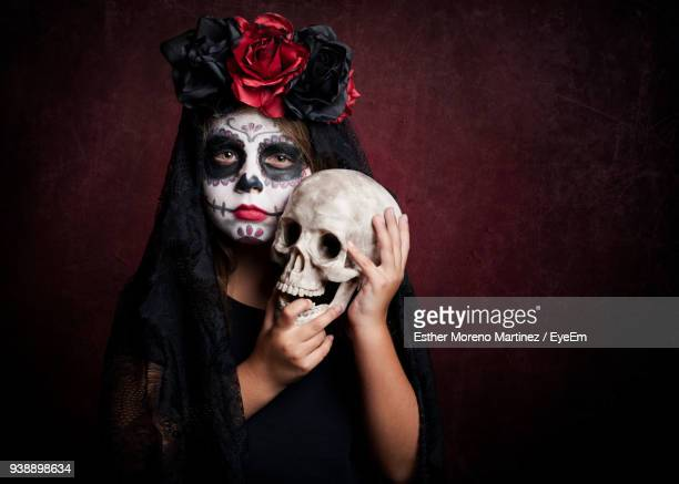 portrait of girl with spooky make-up standing against wall - dead girl stock-fotos und bilder