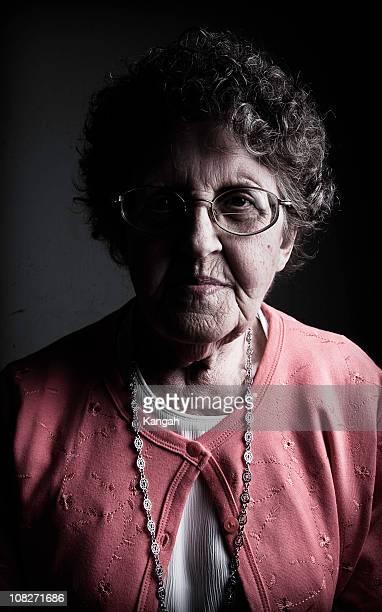 retrato da avó, low key - low key - fotografias e filmes do acervo
