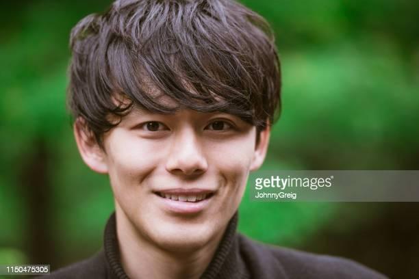ハンサムな日本人男性の肖像 - 前髪 ストックフォトと画像