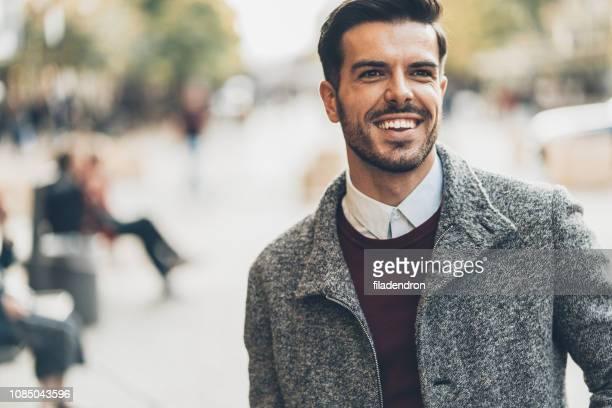 porträt von gutaussehenden mann - coat stock-fotos und bilder