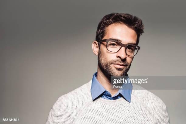 portrait of handsome man wearing eyeglasses - colletto foto e immagini stock