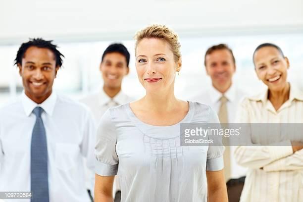 Portrait de heureux collègues