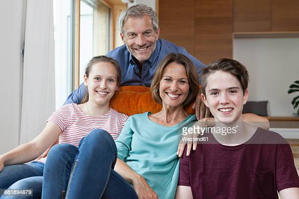 portrait of happy family at home - vier personen stock-fotos und bilder