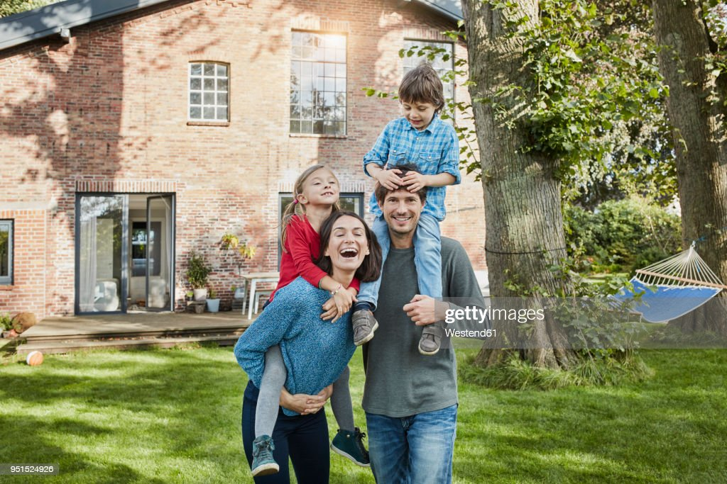 Portrait of happy family in garden of their home : Stock-Foto