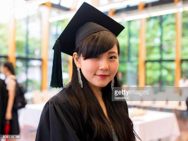卒業式で幸せな卒業の肖像画