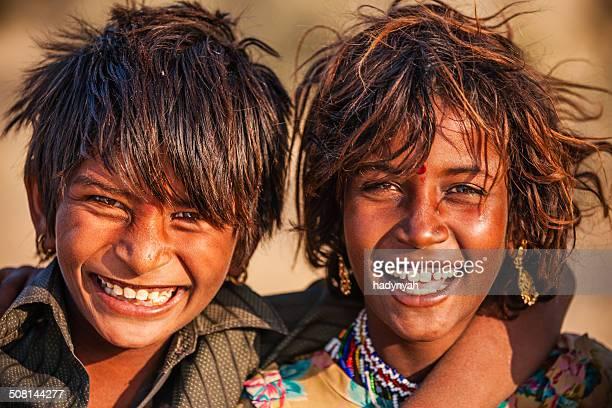 Portrait de heureux enfants, village indien désert