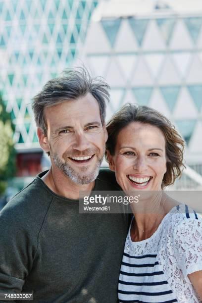 portrait of happy mature couple outdoors - 50 54 jahre stock-fotos und bilder