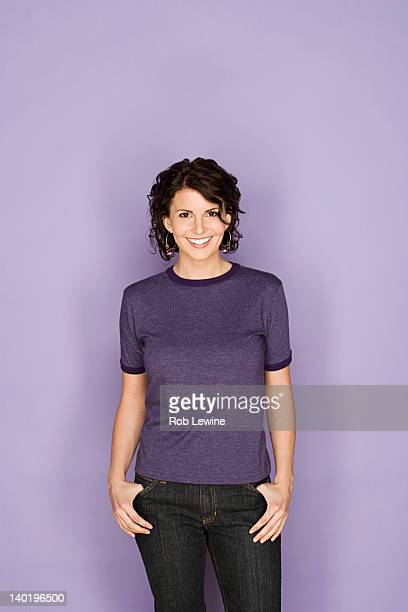portrait of happy mid adult woman - bovenlichaam stockfoto's en -beelden