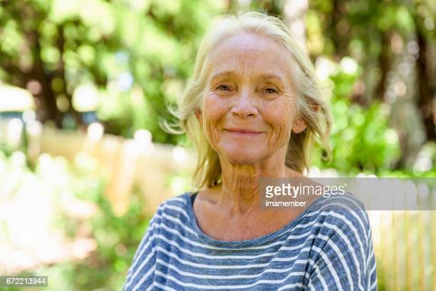 portrait of happy, modern, attractive mature woman in sunshine - 60 69 anos imagens e fotografias de stock