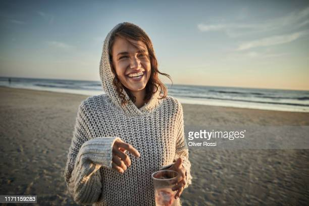 portrait of happy woman on the beach at sunset - espontânea imagens e fotografias de stock