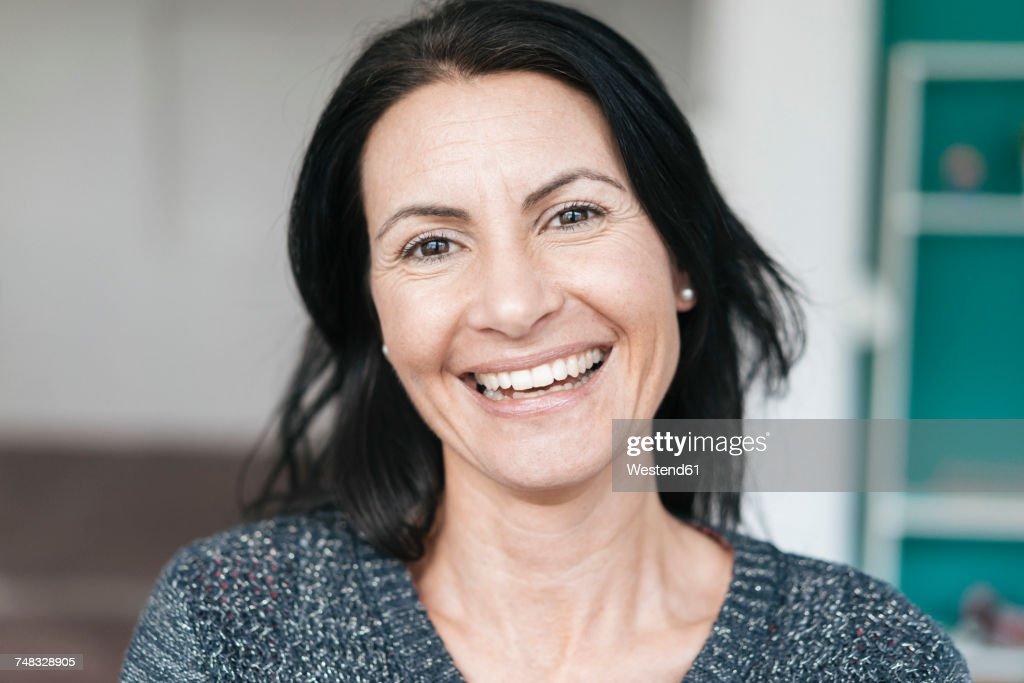 Portrait of happy woman : Stock-Foto