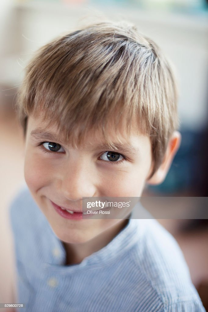 Portrait of happy young school boy (6-7) : Foto de stock