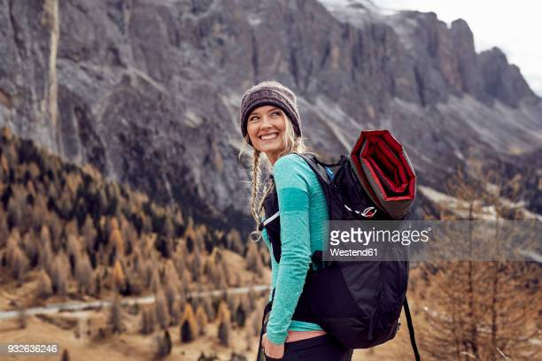 portrait of happy young woman hiking in the mountains - buitensport stockfoto's en -beelden