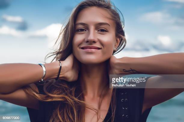 portrait of happy young woman on beach, head and shoulders, odessa, odessa oblast, ukraine - jonge vrouw stockfoto's en -beelden
