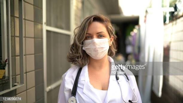 portrait of health visitor during home visit - nurse with mask stock pictures, royalty-free photos & images