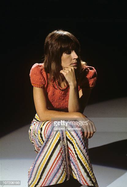 Portrait of Helen Reddy on the set of the TopPop TV show in 1975 in Hilversum, Netherlands.