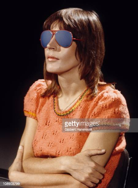Portrait of Helen Reddy wearing blue opaque glasses on the set of TV show in Hilversum, Netherlands, 1975.
