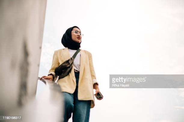 portrait of hijab businesswomen - rifka hayati stock pictures, royalty-free photos & images
