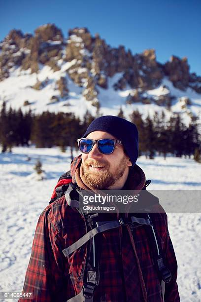 portrait of hiker man - cliqueimages - fotografias e filmes do acervo