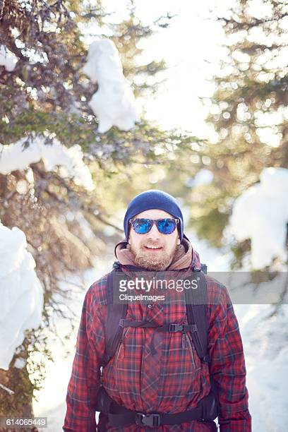 portrait of hiking man - cliqueimages - fotografias e filmes do acervo