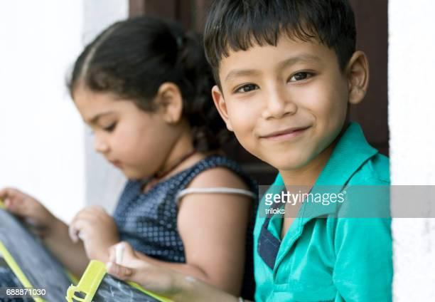 Portret van Indiase jongen en meisje