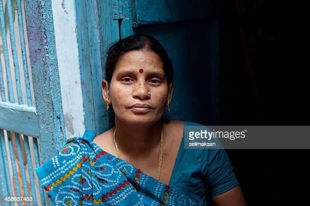 Retrato de mujer India en azul sari