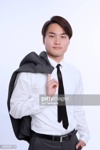 portrait of japanese businessman - jeté sur l'épaule photos et images de collection