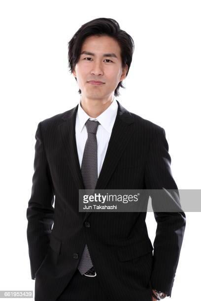 portrait of japanese man - zwart pak stockfoto's en -beelden