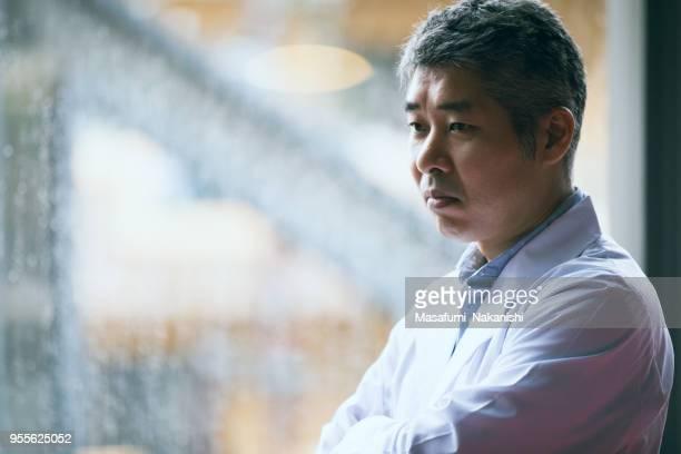 日本の中年男性の科学者の肖像 - エンジニア ストックフォトと画像