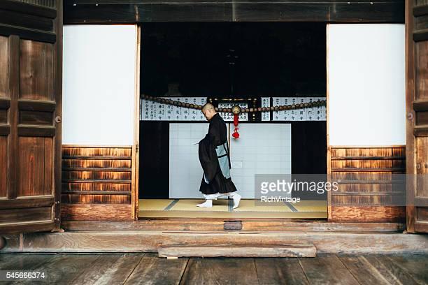 の肖像日本の僧寺院