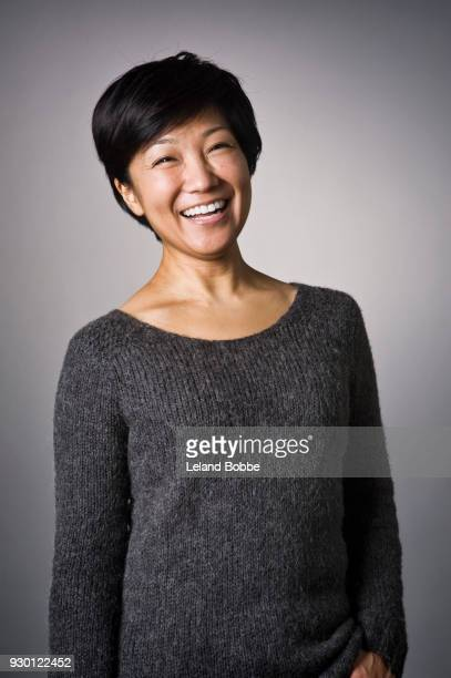 portrait of japanese woman with short hair - retrato formal - fotografias e filmes do acervo