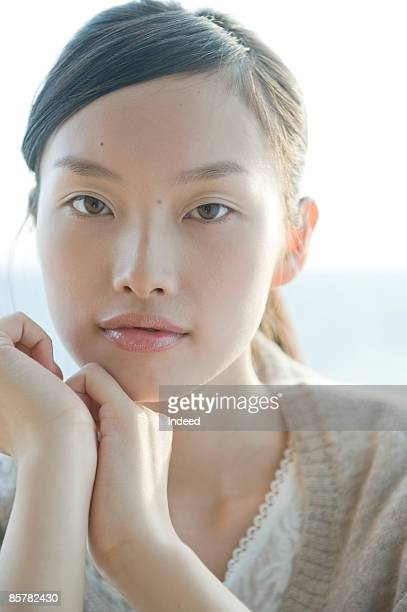 portrait of japanese young woman, close up - 若い女性一人 ストックフォトと画像