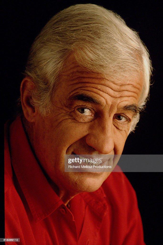 STUDIO PHOTO OF ACTOR JEAN-PAUL BELMONDO : Photo d'actualité