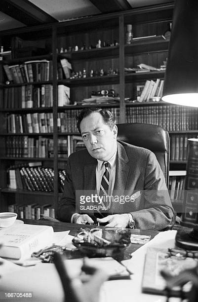 Portrait Of Jim Garrison General Attorney In New Orleans Aux EtatsUnis le 2 mars 1967 dans son bureau Jim GARRISON procureur de La Nouvelle Orléans...