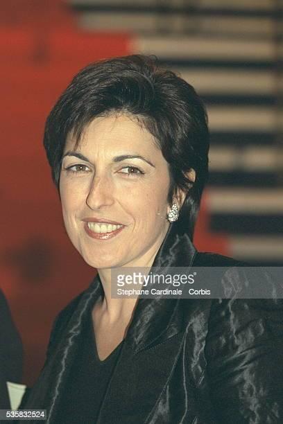 Portrait of journalist Ruth Elkrief