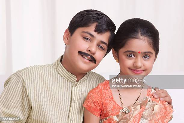 portrait of kids dressed as husband and wife - mangala sutra fotografías e imágenes de stock