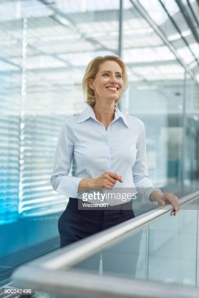 portrait of laughing blond businesswoman - seitenblick stock-fotos und bilder