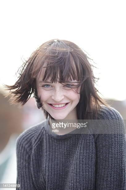 portrait of laughing  woman - cheveux mi longs photos et images de collection