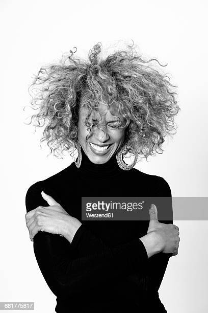 portrait of laughing woman with afro wearing black turtleneck pullover - blanco y negro fotografías e imágenes de stock