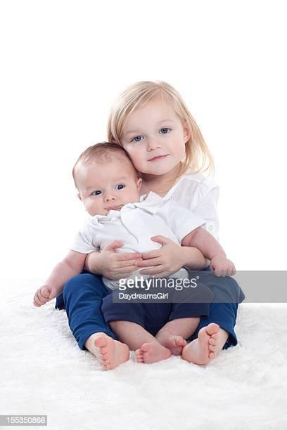 retrato de niña y niño bebé - hermanos fotografías e imágenes de stock