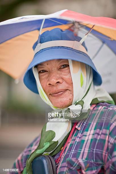 portrait of local artisan. - merten snijders 個照片及圖片檔