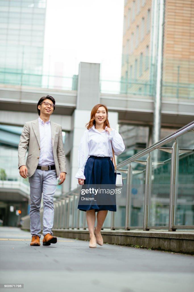 東京のカップルを愛するの肖像画 : ストックフォト
