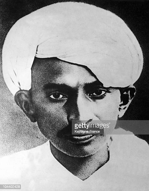 Portrait of Mahatma GANDHI wearing a turbn On March 12 1930 the nationalist leader began a campaign of civil disobedience against the British Rule in...