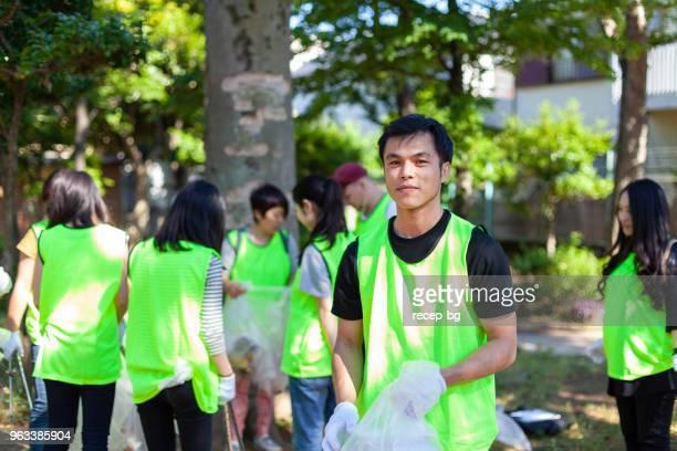 東京の公園で男性ボランティアの肖像画
