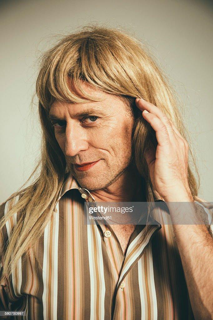 Portrait of man cross-dressed as blond woman : Stock Photo
