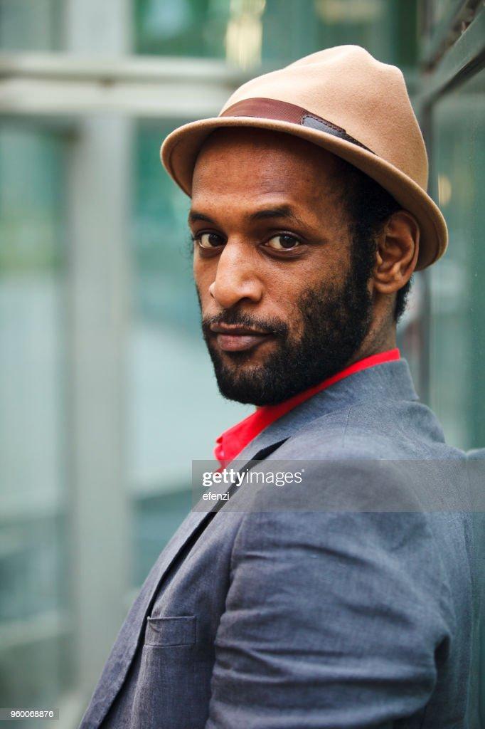 Porträt von Mann mit Hut : Stock-Foto