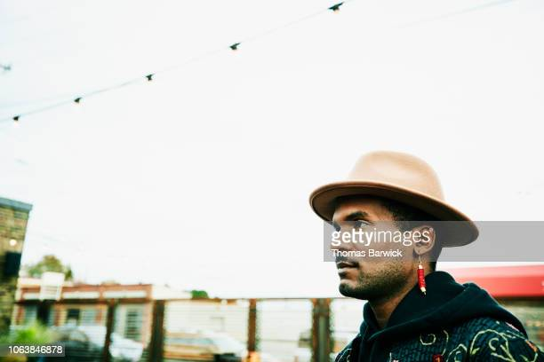 portrait of man in profile against sky - handsome native american men stock pictures, royalty-free photos & images